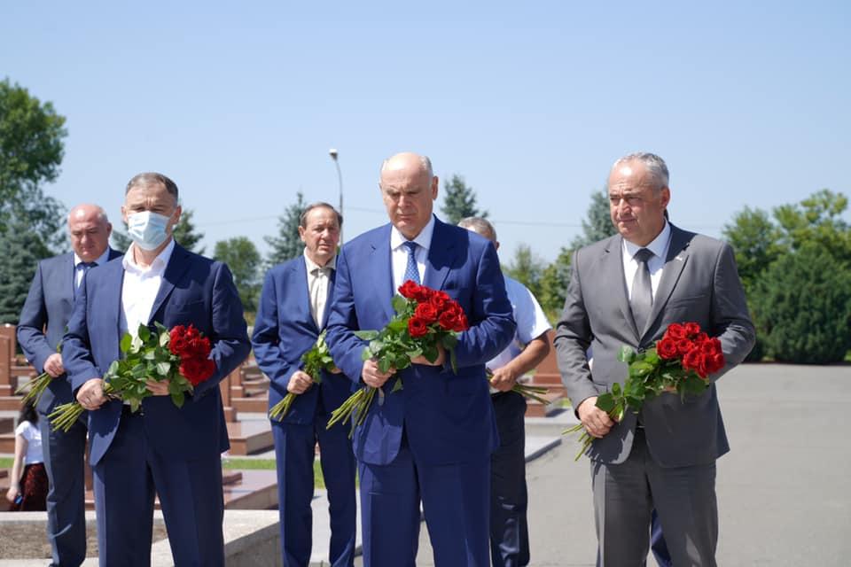 Президент Республики Абхазия Аслан Бжания прибыл во Владикавказ