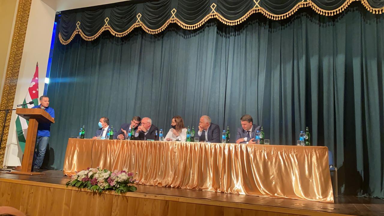 Руководитель Администрации Президента Алхас Квициниа провел совещание в Галском районе по актуальным вопросам