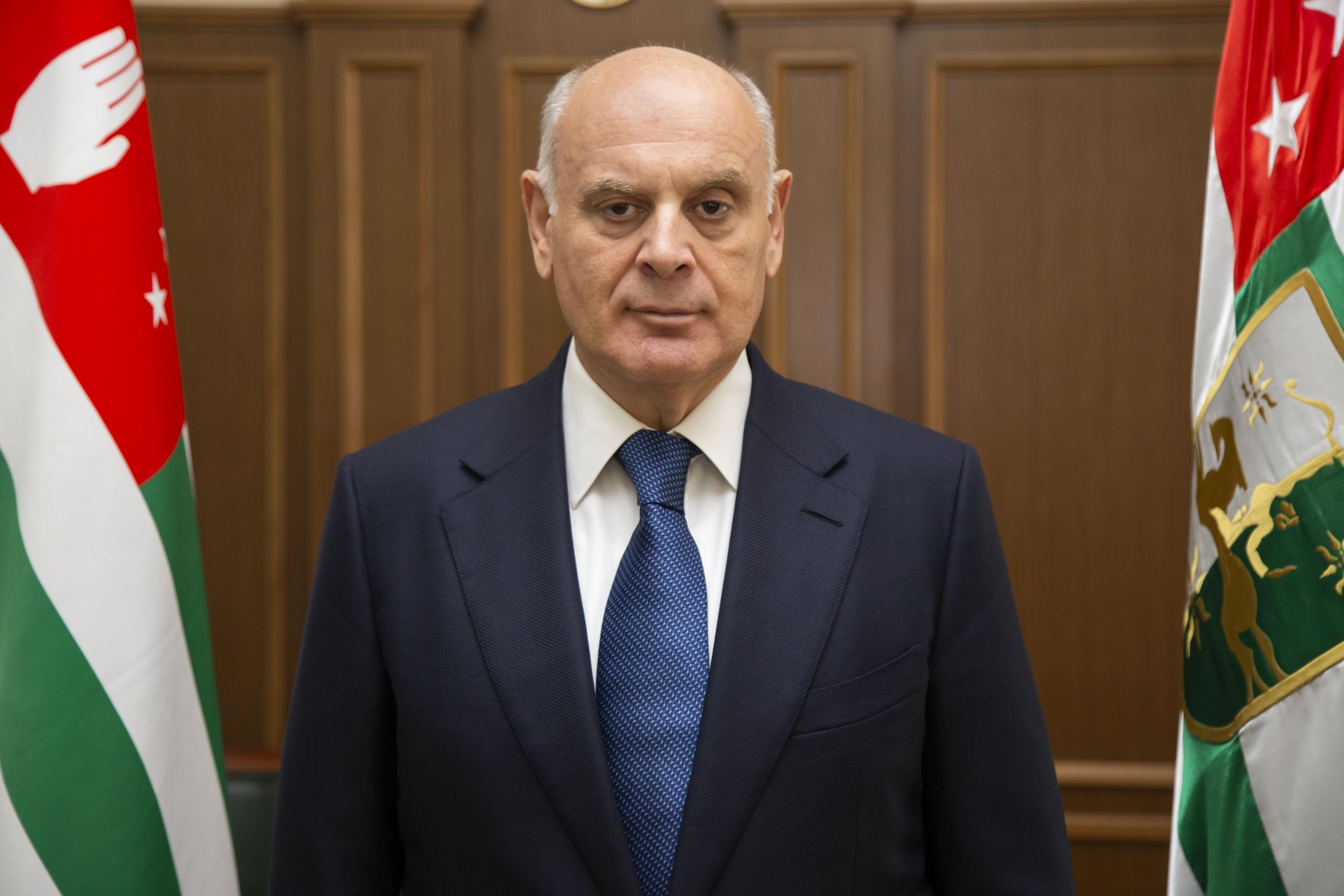Аслан Бжания поздравил Министерство обороны Республики Абхазия с 28-годовщиной Победы