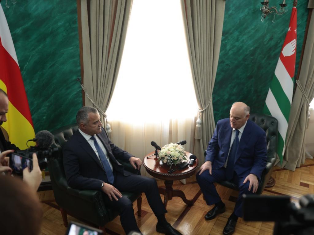 в Администрации президента состоялась торжественная встреча Президента Республики Южная Осетия