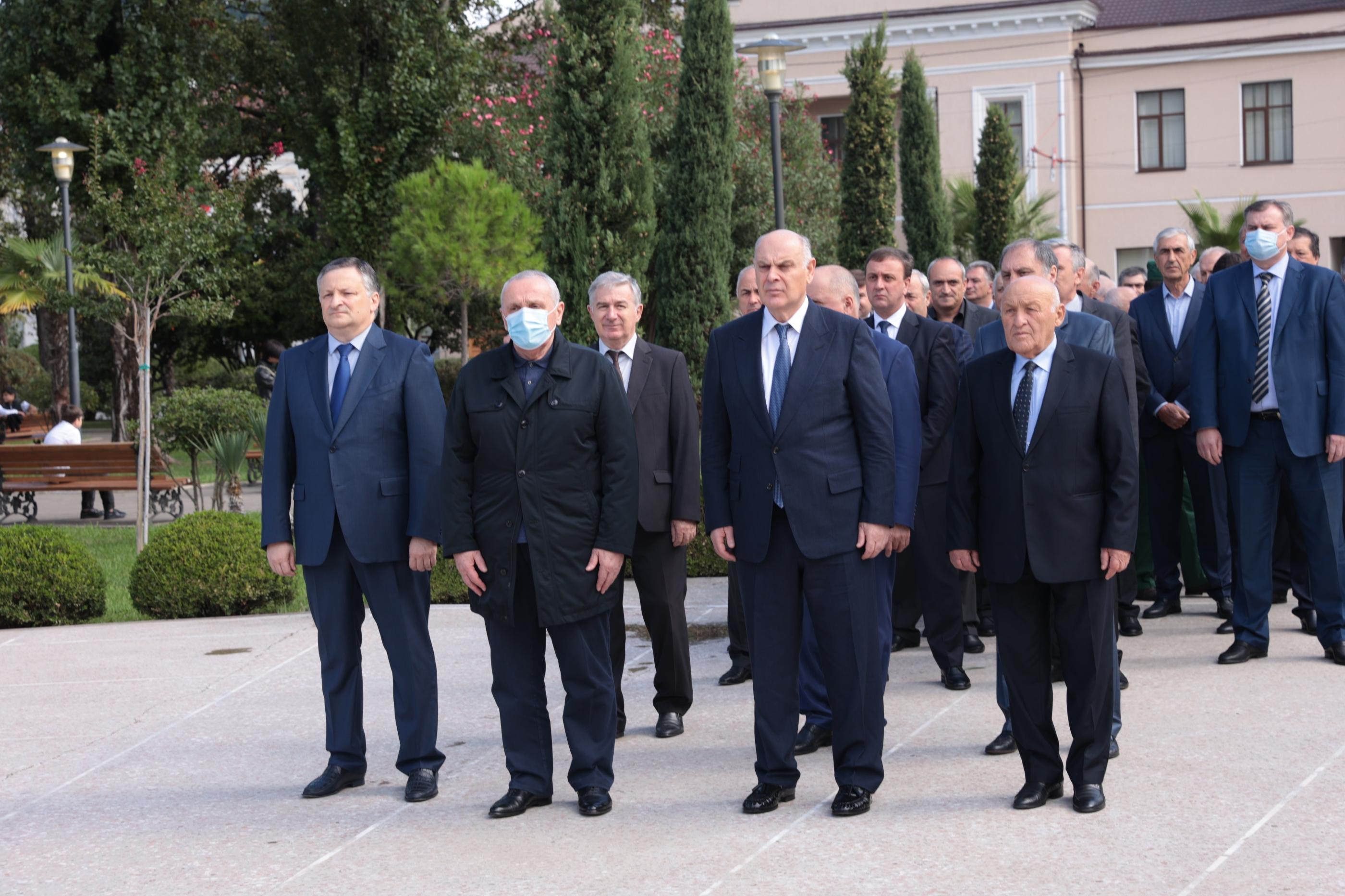 Президент Абхазии почтил память погибших в Отечественной войне народа Абхазии
