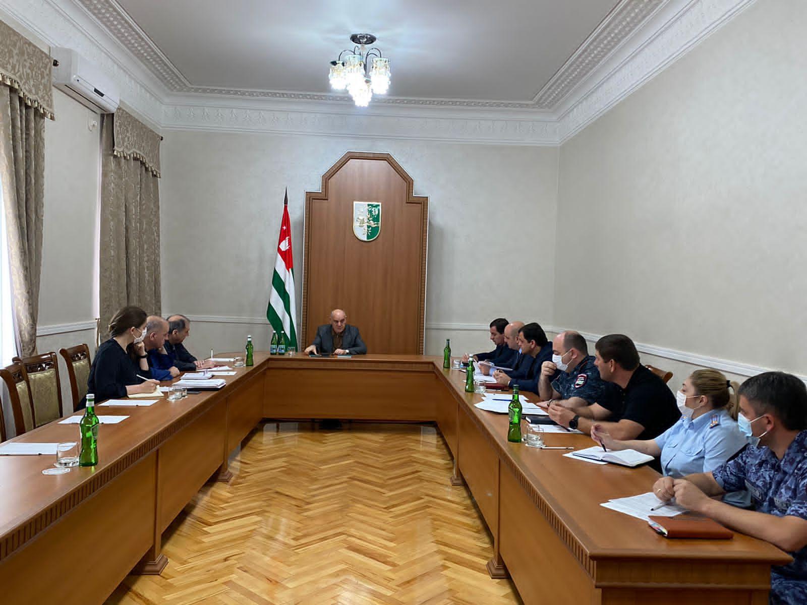 Президент Аслан Бжания провел рабочее совещание с руководителями силовых структур