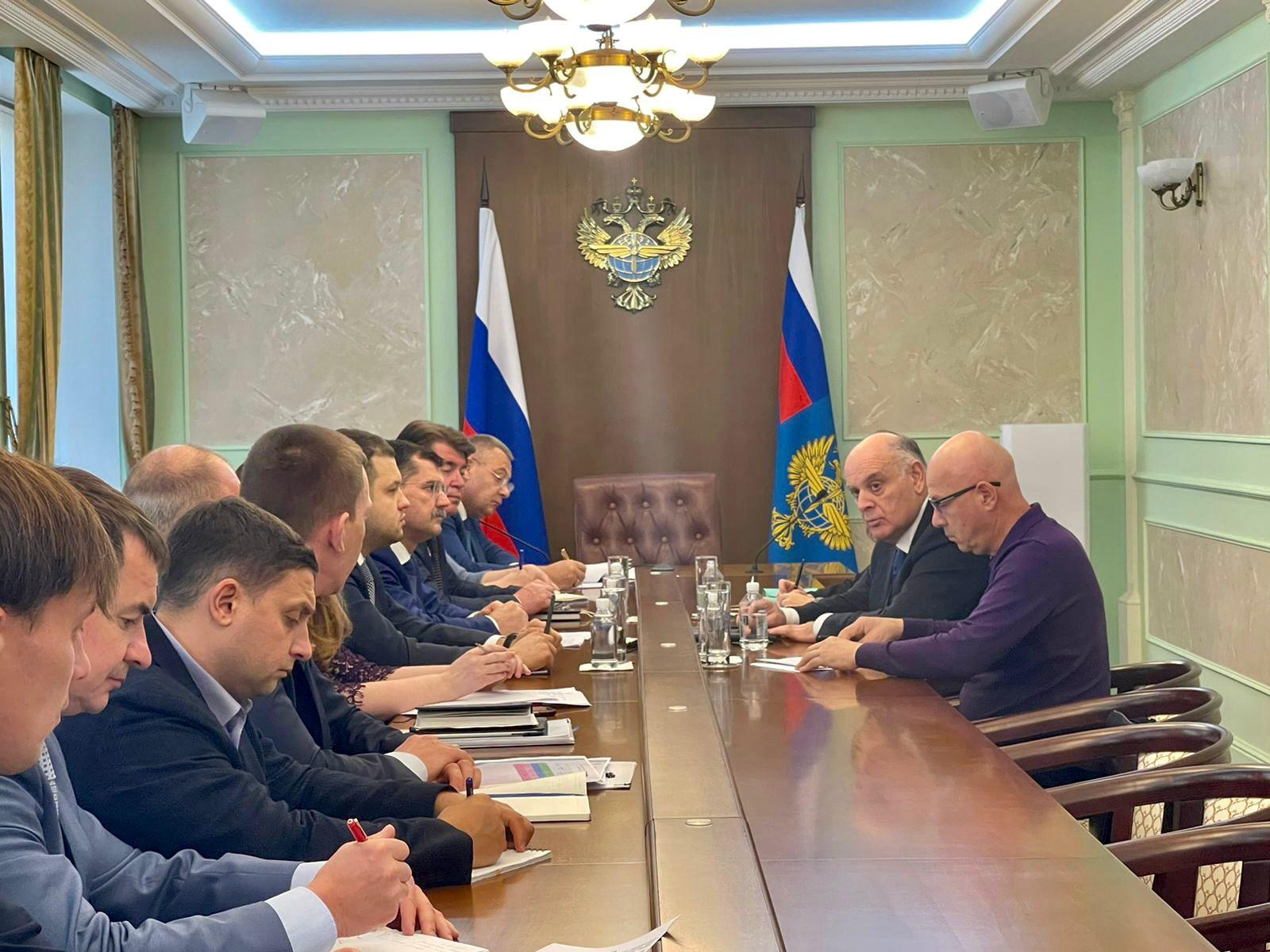 Аслан Бжания встретился с руководителем Федерального агентства воздушного транспорта Александром Нерадько